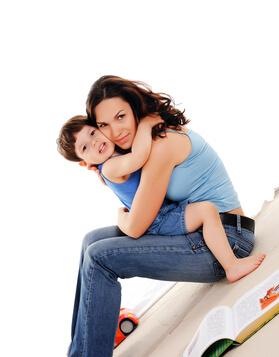 Ilustrační obrázek ženy s dítětem v objetí k článku na blogu family flow